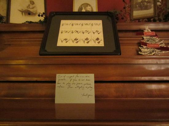 River Run Bed & Breakfast: Note on the piano