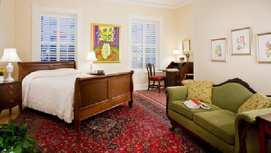 Embassy Circle Guest House: Room 111 - Red Kashan