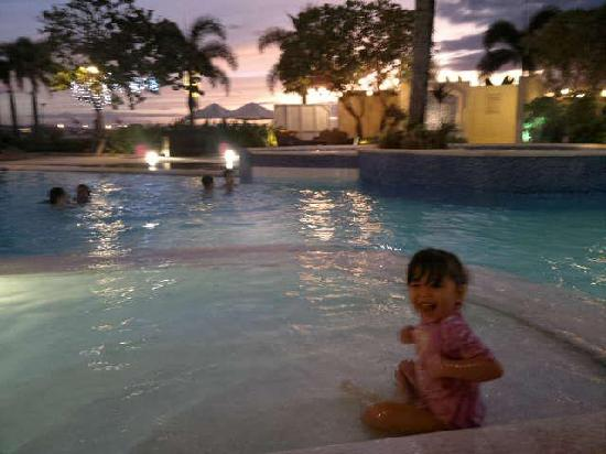 The Lighthouse Marina Resort: My daughter enjoyed swimming.