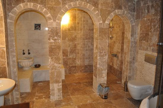 Vineyard Cave Hotel: Bathrooms were clean and just beautiful