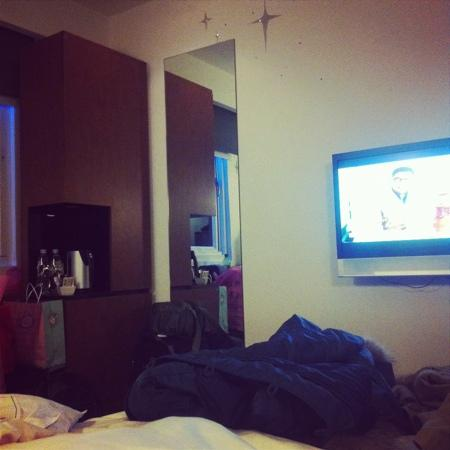 Hotel 73: good-size tv