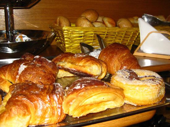 Hotel Fellini: buffet breakfast