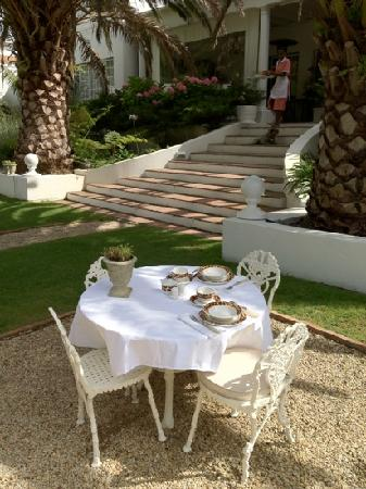 Villa Coloniale: breakfast table