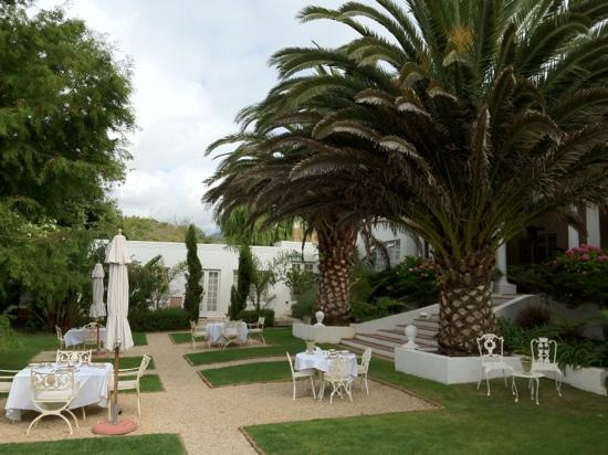 Villa Coloniale : breakfast garden