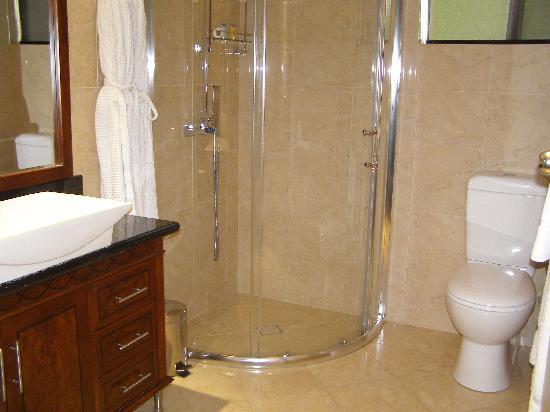 Quality Hotel Powerhouse Armidale: Bathroom