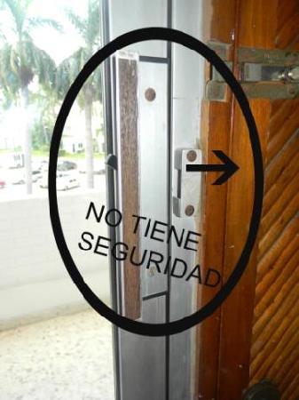 Playa Bonita: las ventanas no cuentan con el seguro QUE TODA VENTANA DEBE TENER
