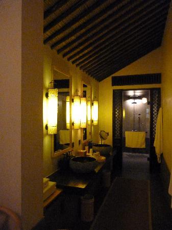 Hangzhou Amanfayun: Deluxe suite 41, bathroom