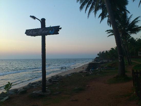 Blue Water Beach Resort: Beach on your doorstep!