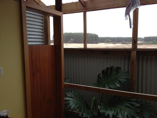 Flinders Chase Farm Stay: open air bath with room access