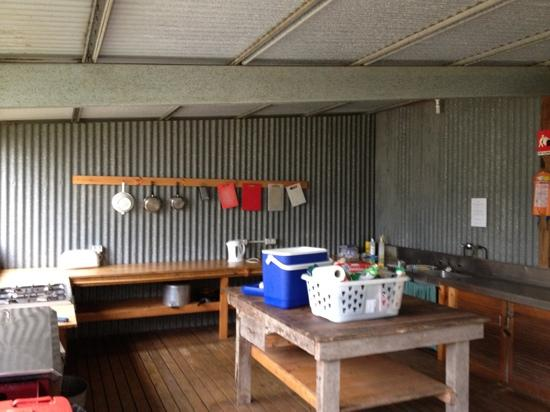 Flinders Chase Farm Stay: shared kitchen