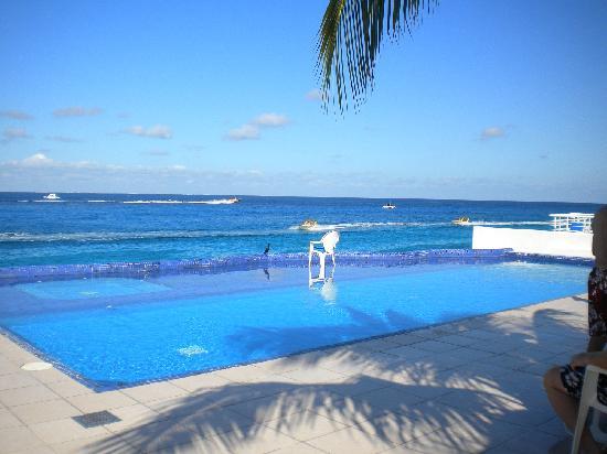 Miramar Condominiums Cozumel: Pool & Ocean View
