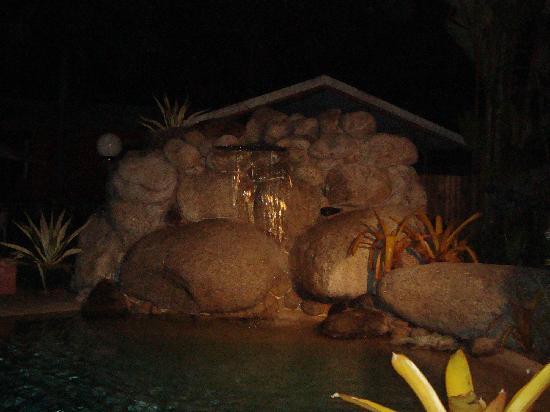 Mossman Motel Holiday Villas: Pool Waterfall