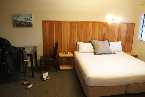 Waitomo Lodge: Master bed