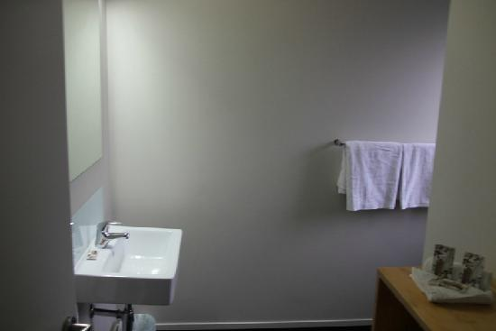 Waitomo Lodge: Sink area