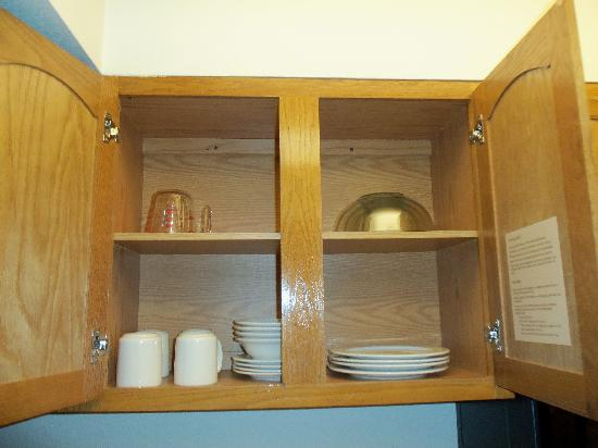 Staybridge Suites Torrance: Kitchen Cabinet