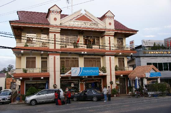 Trung Cang Hotel : Outside, on the right is Booking office