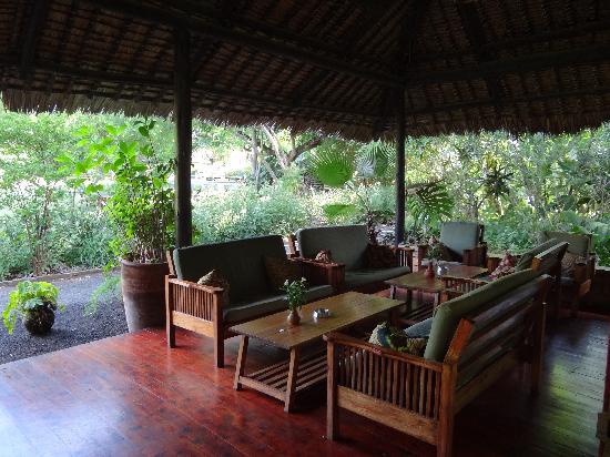 Moivaro Lodge: salon extérieur