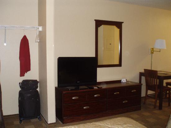 Extended Stay America - Nashville - Vanderbilt: Closet, dresser, TV