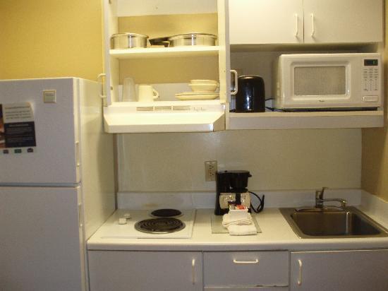 Extended Stay America - Nashville - Vanderbilt : Kitchen (everything but dishwashing liquid)