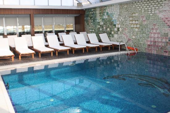 Zagreb Hotel: piscina