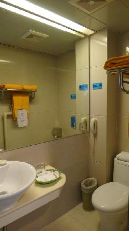 Starway Grand 0773 Hotel: Toilet
