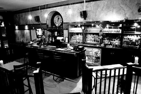 Brooklyn Bar & Grill: The bar area