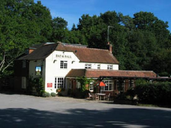 Kiln Farm Bed and Breakfast: The Bat & Ball Pub, nearby