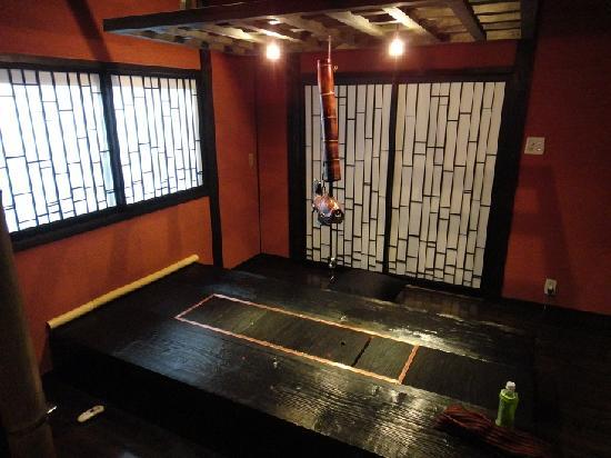 Takefue: 囲炉裏つき食事部屋