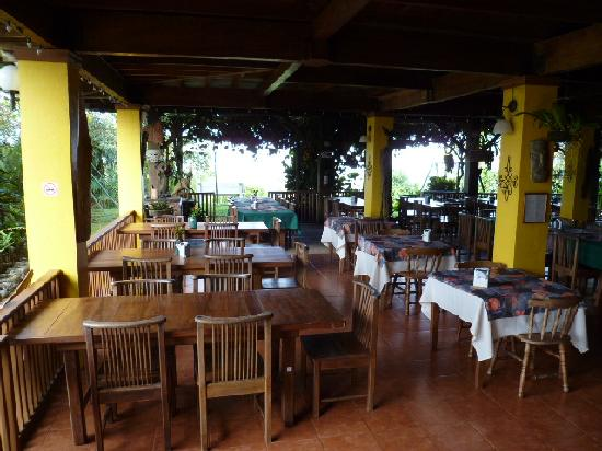 Turrialtico Lodge: Open-air restaurant