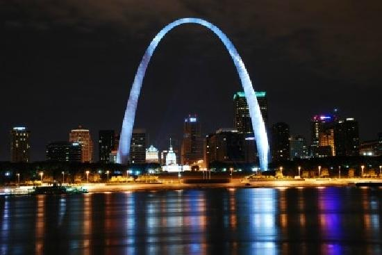 The Gateway Arch vue de nuit