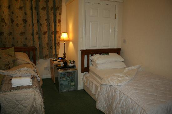 Prestwick Guest House: TWIN BED ROOM