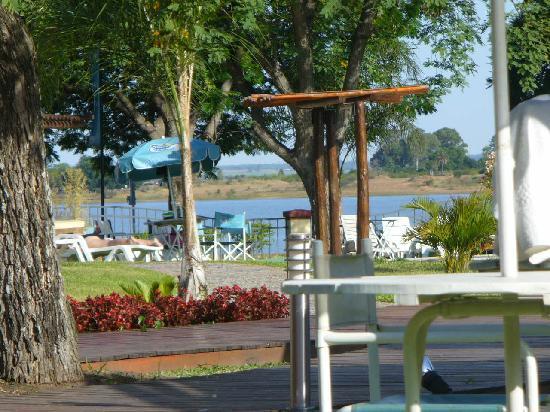 Costa Del Sol Hotel: Vista desde el parque