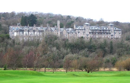 Grange-over-Sands, UK: The front of the hotel can only be seen and appreicated from the nearby Grange over Sands golf c
