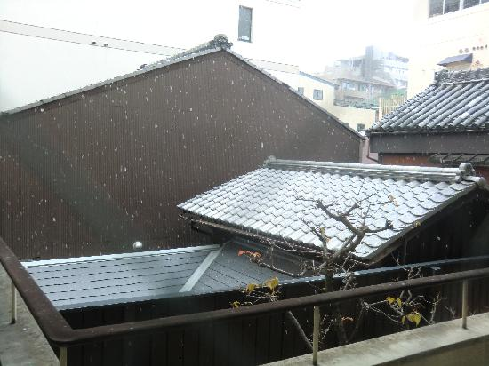 Watazen: Views from my room - it's snowing in morning