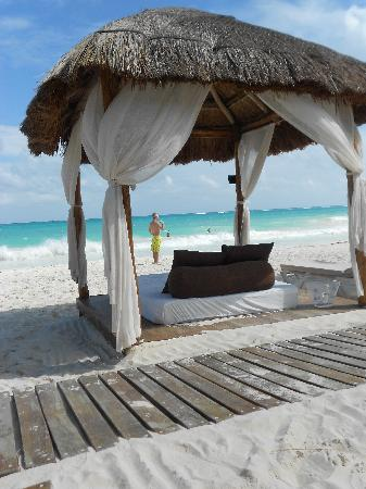 Secrets Maroma Beach Riviera Cancun: Beach bed