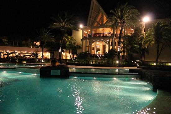 The Residence Mauritius: La Piscine de nuit