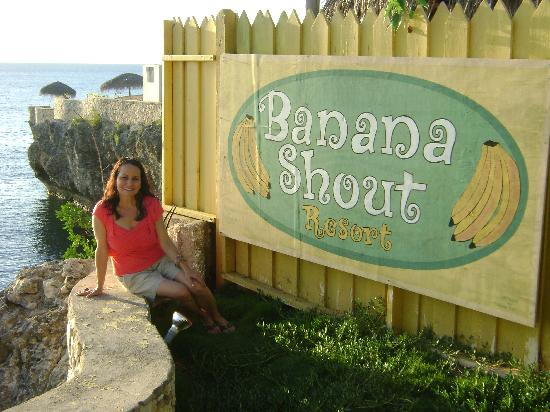 Banana Shout Resort: Relaxing by the cliffs!