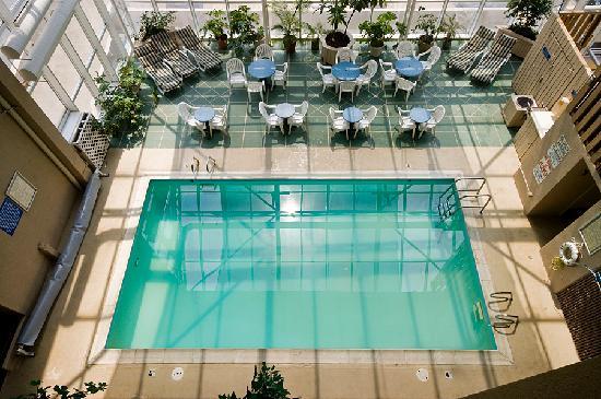 Four Sails Resort: Indoor Pool and Atrium