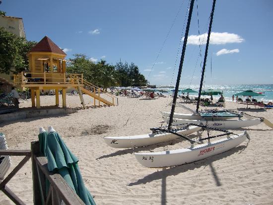 Divi Southwinds Beach Resort: Beach View