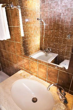 Hotel de la Felicite: Salle de bain