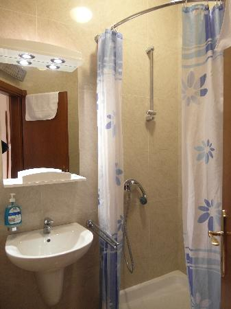 Tianis Apartments : Bathroom