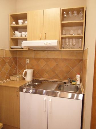 Tianis Apartments : Kitchenette