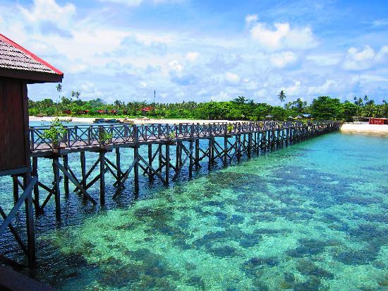 Borneo Divers Mabul Resort: Borneo Divers pier