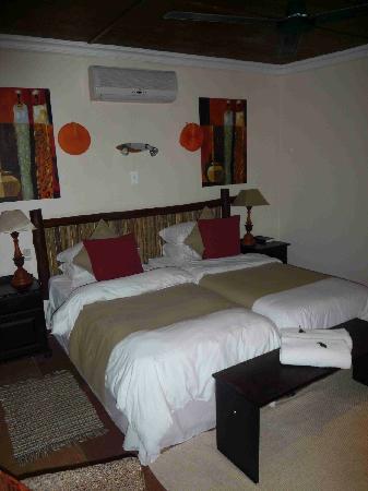 Emdoneni Lodge: Zimmeransicht mit Doppelbett