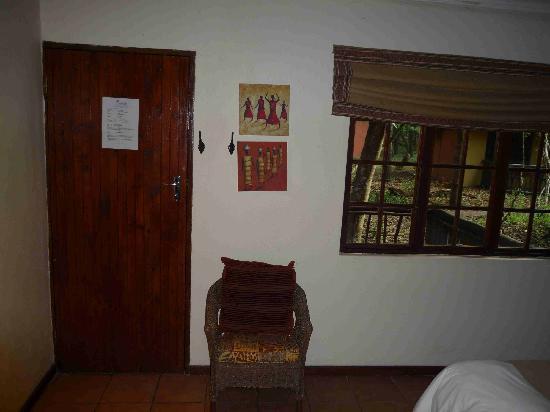 Emdoneni Lodge: Tür nach draußen
