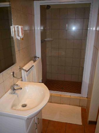 Emdoneni Lodge: Badezimmer