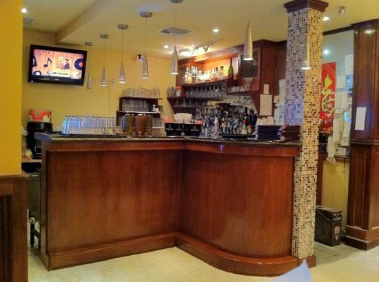Tayzan Bar and Grill: new bar
