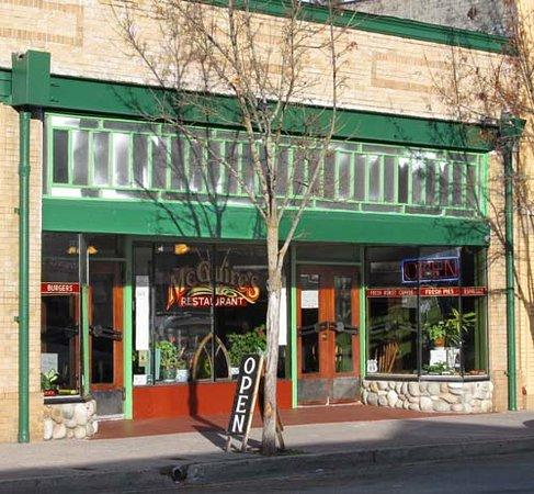 McGuire's Restaurant: Entrance to McGuires