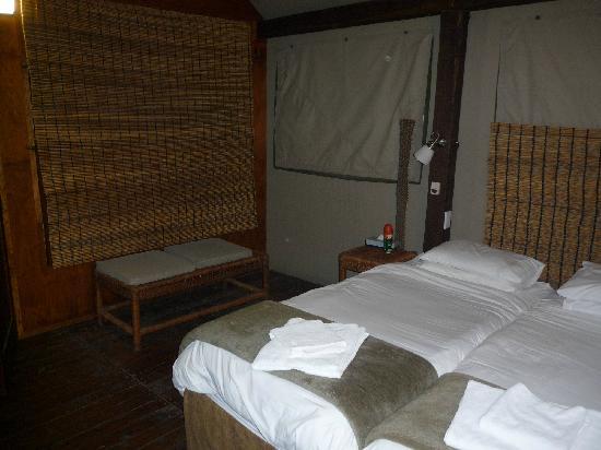 wand zum bad mit ausklappbarem etagenbett - picture of nkambeni, Hause ideen