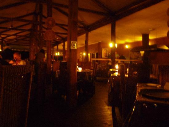 Nkambeni Safari Camp: Restaurant - sehr dunkel